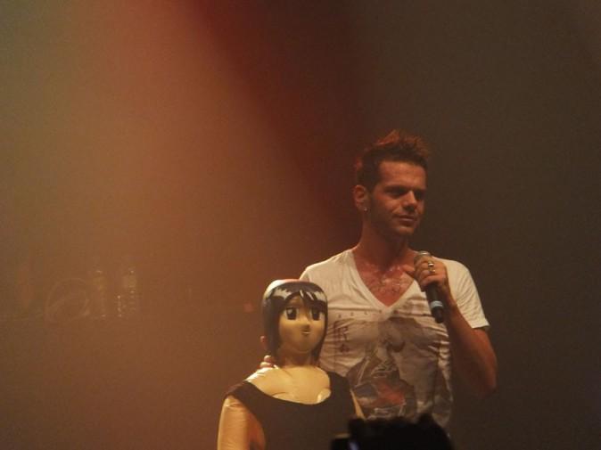 Keen'V sur la scène du Bataclan, à Paris, le 17 octobre 2013