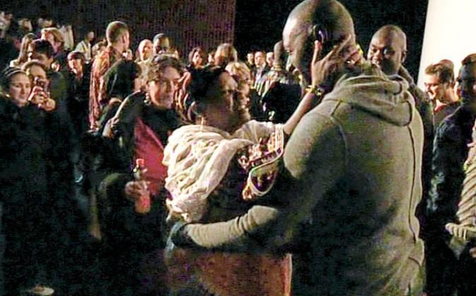 """Emue, la maman d'Omar félicite son """"bébé"""" pour son succès dans Intouchables."""