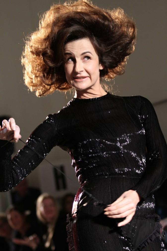 Valerie Lemercier en total look noir pour Jean Paul Gaultier