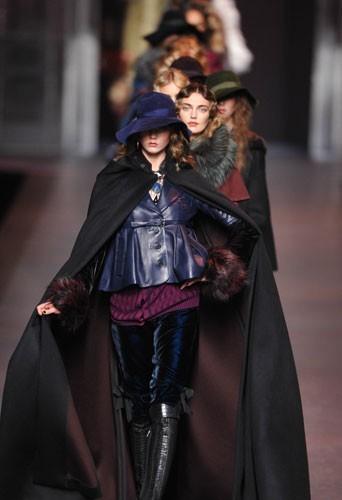 Fashion Week Paris : les top models très sérieux au défilé Dior