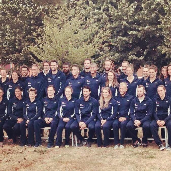 Photo de l'équipe de France de natation à l'INSPE avant le grand départ