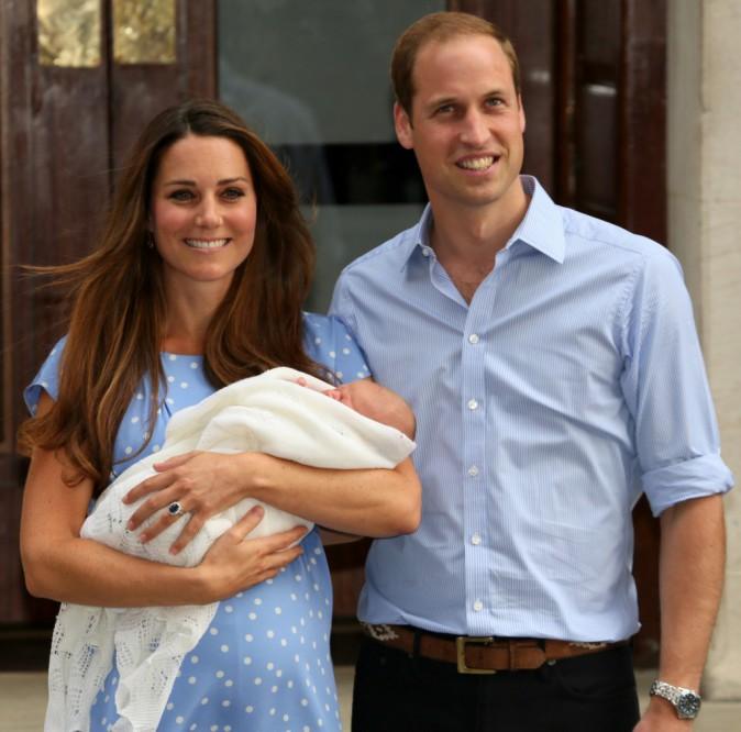 22 juillet 2013 : Après quelques clichés devant la presse du monde entier, la famille se retire au vert, loin des caméras !