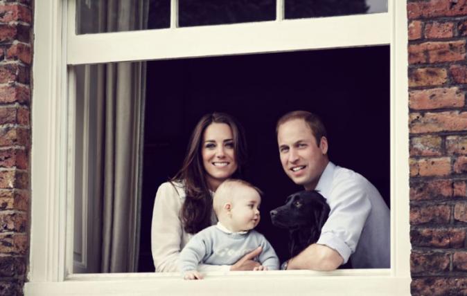 30 mars 2014 : Kate à la fenêtre, entourée des hommes de sa vie pour sa première fête des mères !