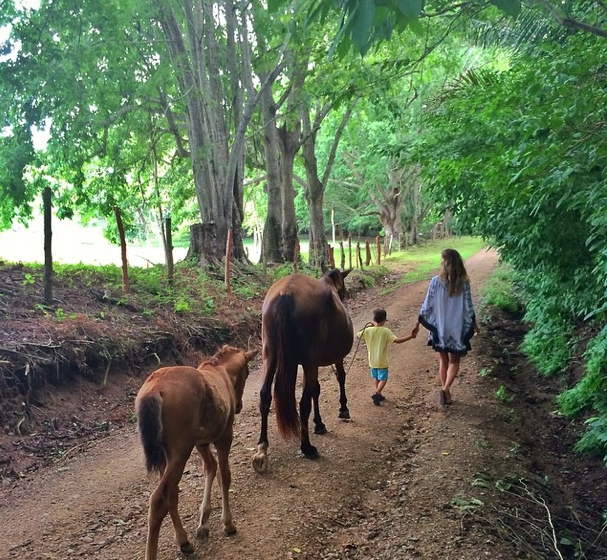 Gisele Bundchen : Chevaux, rivière et nature au programme des vacances !