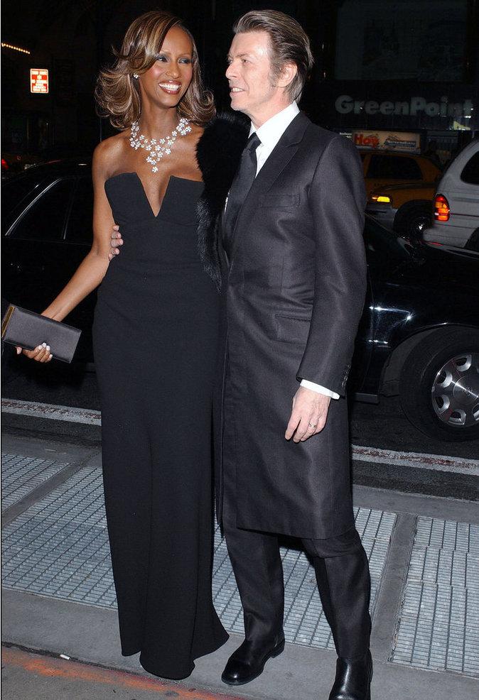David Bowie et Iman arrivent chez Cipriani's pour le gala annuel de l'amfAR's à New York, en 2003