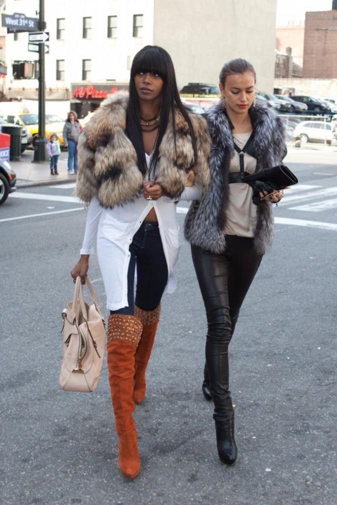 Jessica White et Irina Shayk se rendant au Madison Square Garden à New York, le 16 janvier 2011.