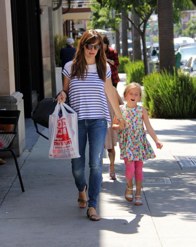 Jennifer Garner : ballade avec ses girls dans les rues de Beverly Hills !