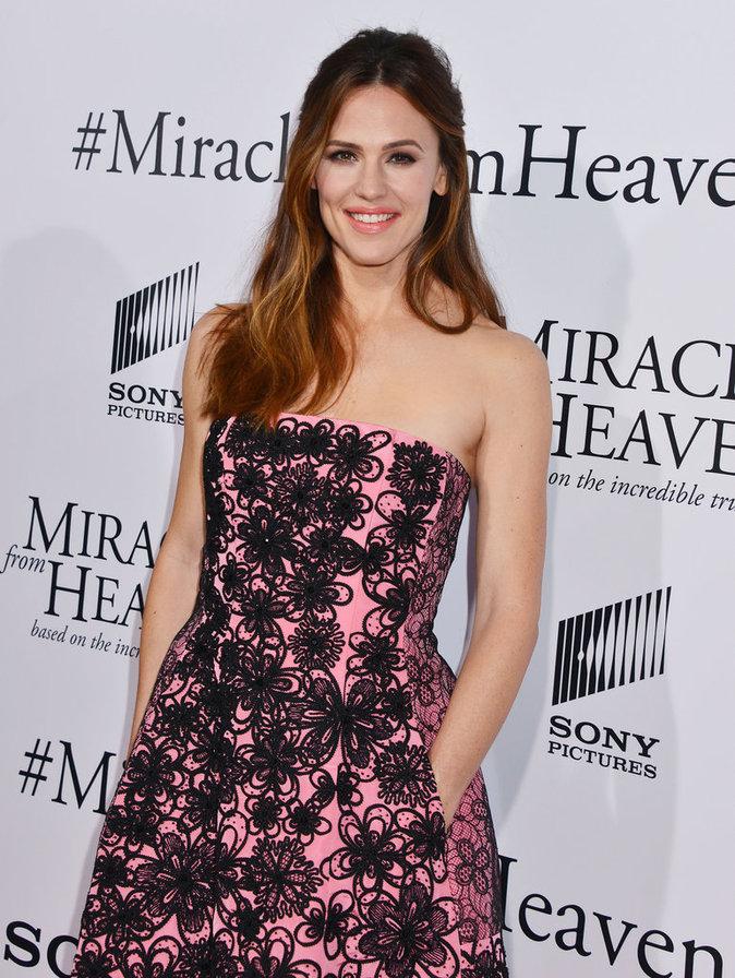 Jennifer Garner, le sourire aux lèvres à la première du film Miracles From Heaven