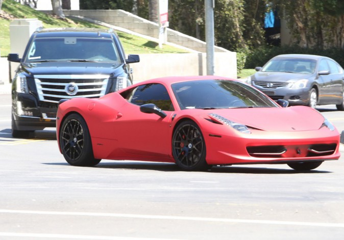 Justin Bieber : il dépose Selena chez elle à Calabasas après qu'ils aient passé la nuit ensemble !