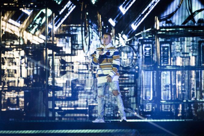 Justin Bieber : sur scène avec la gueule de bois, il arrête de chanter !