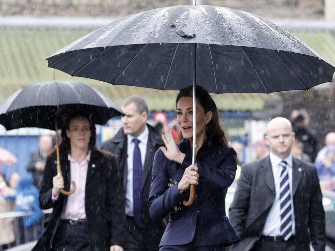 Kate Middleton dans la ville de Darwen dans le Lancashire, le 11 avril 2011.