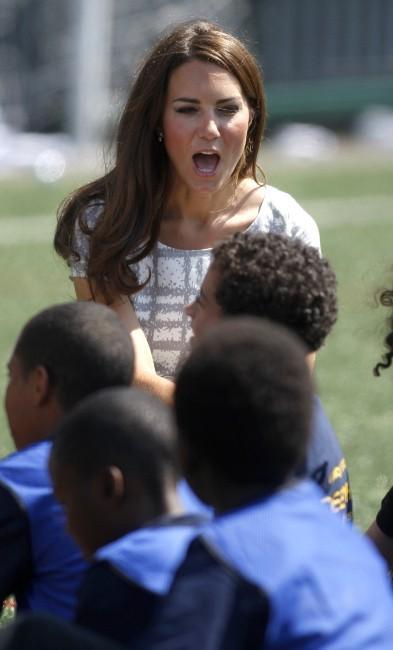 Kate Middleton et le prince William au Bacon's College à Londres, le 26 juillet 2012.