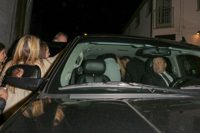 Harry Styles débarque à la soirée avec son beau père Robin