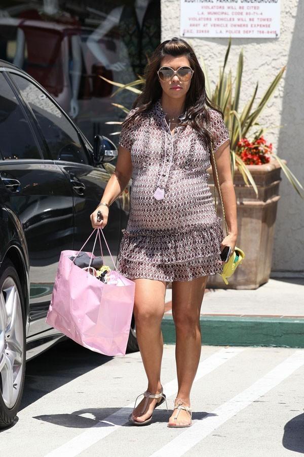 Kourtney Kardashian montre ses jolies jambes bronzées !