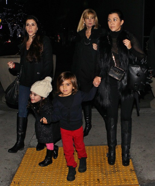 Kourtney Kardashian et Mason à la patinoire, Los Angeles, le 12 décembre 2013