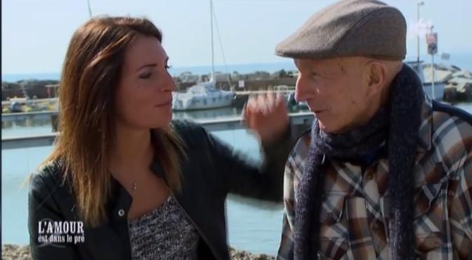 Mélody profite de passer du temps avec son grand-père avant de rejoindre Jacky