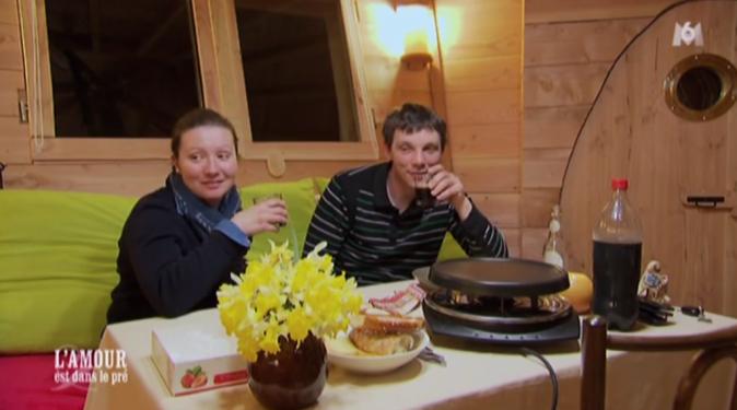 C'est soirée raclette pour Cyrille et Lisa !