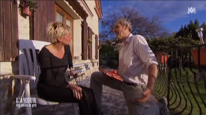 Pas encore une demande en mariage à Annick pour Thierry, mais un cadeau !