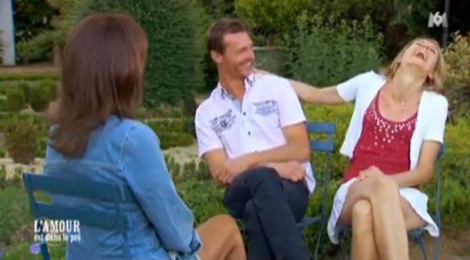 Karine en plein fou rire face à l'émotivité de Franck, la vilaine !