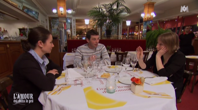 Cyrille a emmené Lisa et Céline au restaurant