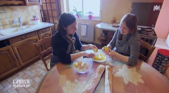 Elle a pensé à tout Lisa, même à apporter son tablier pour faire la cuisine !