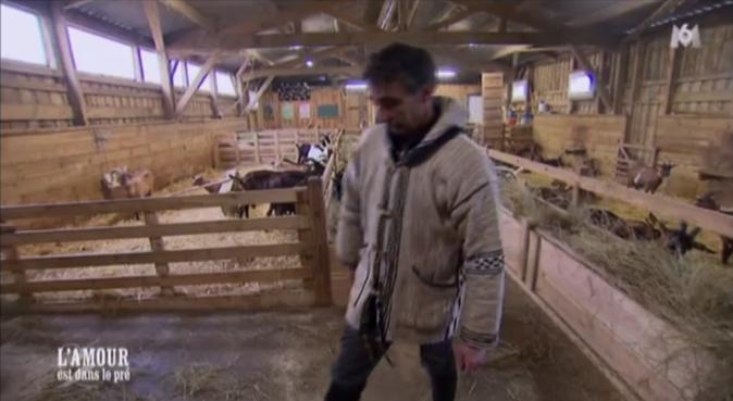 Pascal au milieu des chèvres d'Isabelle