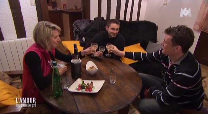 Adrien a rejoint Romain chez Claire