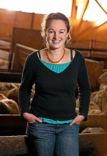 Audrey, 29 ans :  éleveuse de brebis et de volailles bio dans les Hautes-Alpes.