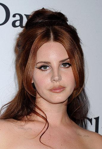 Lana Del Rey ne ressemble plus à ça ... Découvrez sa nouvelle couleur de cheveux !