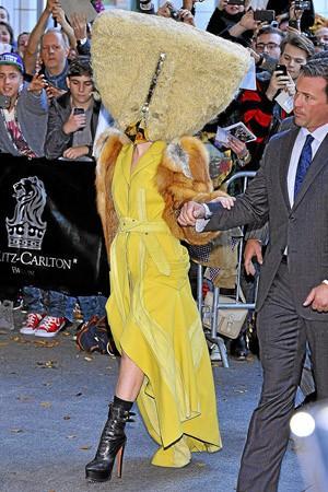 Berlin 24/10/13 : Lady Gaga : Bas les masques...