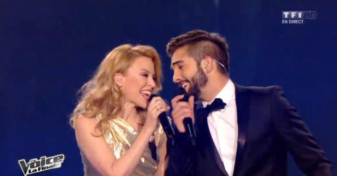 Kendji lors de la finale avec Kylie Minogue