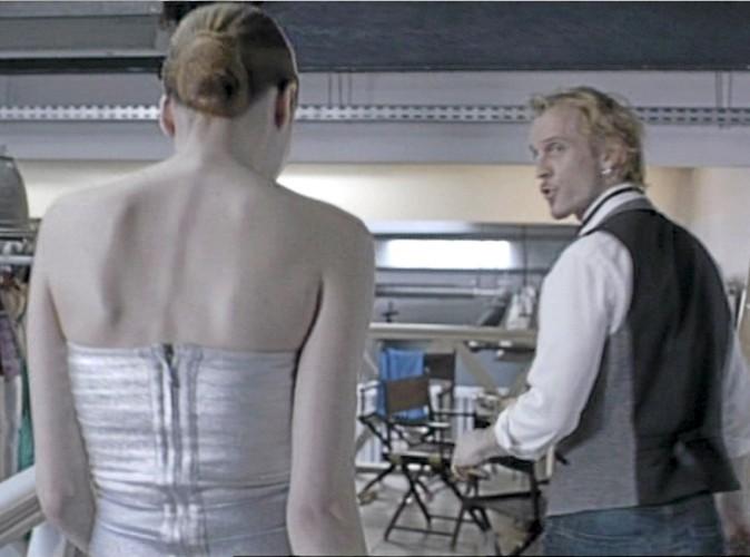 """""""Peter veut que tu changes de robe.""""  """"Encore ? Il sait jamais ce qu'il veut ce connard !"""""""