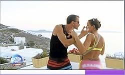 Mais la blague dérape et le couple en vient aux mains sur la terrasse , sous le regard amusé de Jordan , habitué à l'ouragan Kelly…