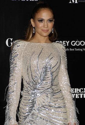 Jennifer Lopez a enflammé le dancefloor avec sa reprise de la Lambda, On the floor !
