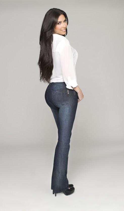 Kim Kardashian pour la ligne de jeans Kardashian Kollection denim.