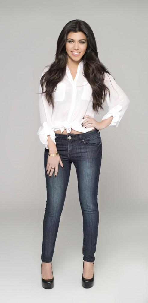 Kourtney Kardashian pour la ligne de jeans Kardashian Kollection denim.