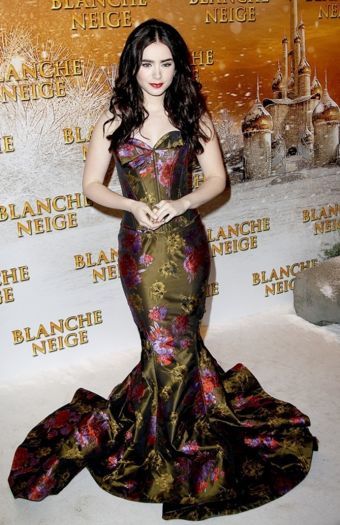 """Lily Collins à l'avant première deu film """"Blanche-Neige"""" à Paris !"""