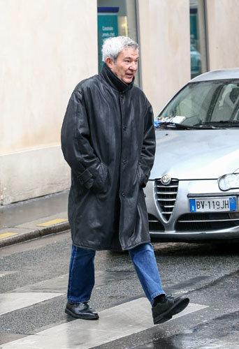 Martin Lamotte assiste aux obsèques de Michel Galabru, le 12 janvier 2016 à Paris