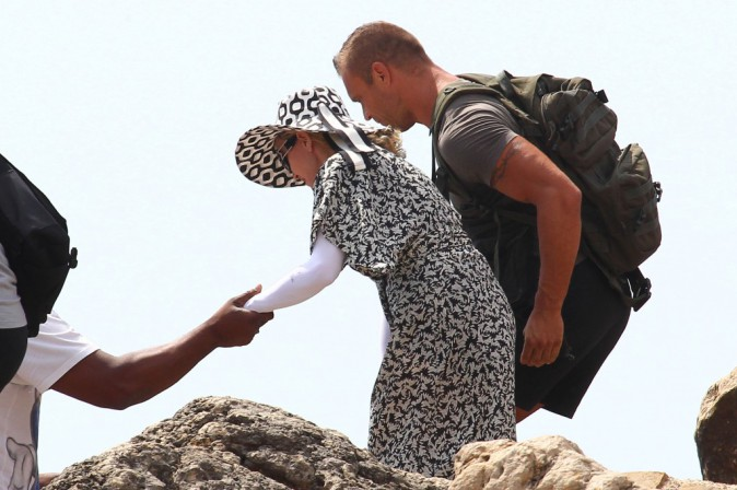 Madonna : instant too much… couverte de la tête aux pieds sous le soleil d'Ibiza !