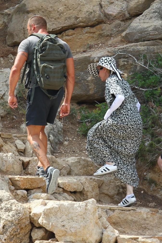 Photos : Madonna : instant too much… couverte de la tête aux pieds sous le soleil d'Ibiza !