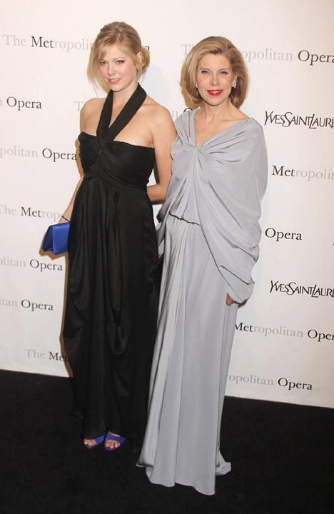 Christine Baranski et Lily Cowles lors de la première de l'opéra de Rossini, Le Comte Ory, au Metropolitan Opera House à New York, le 24 mars 2011.