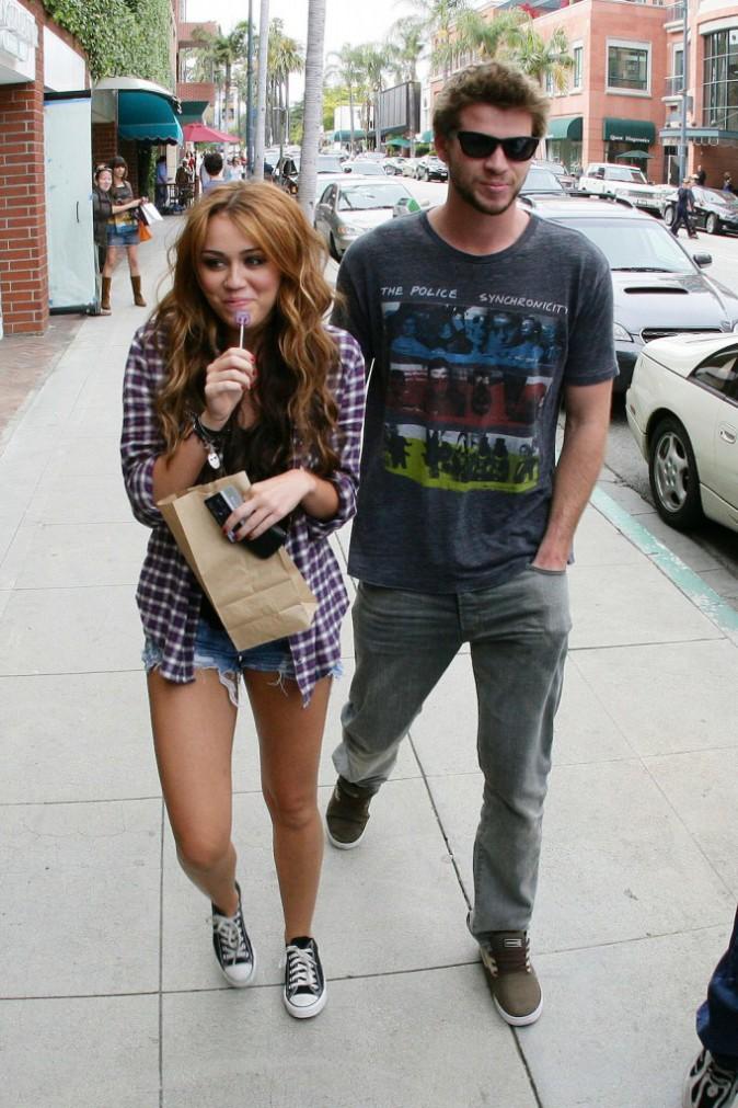 Le 14 avril 2010, Miley Cyrus et Liam Hemsworth, en balade à LA