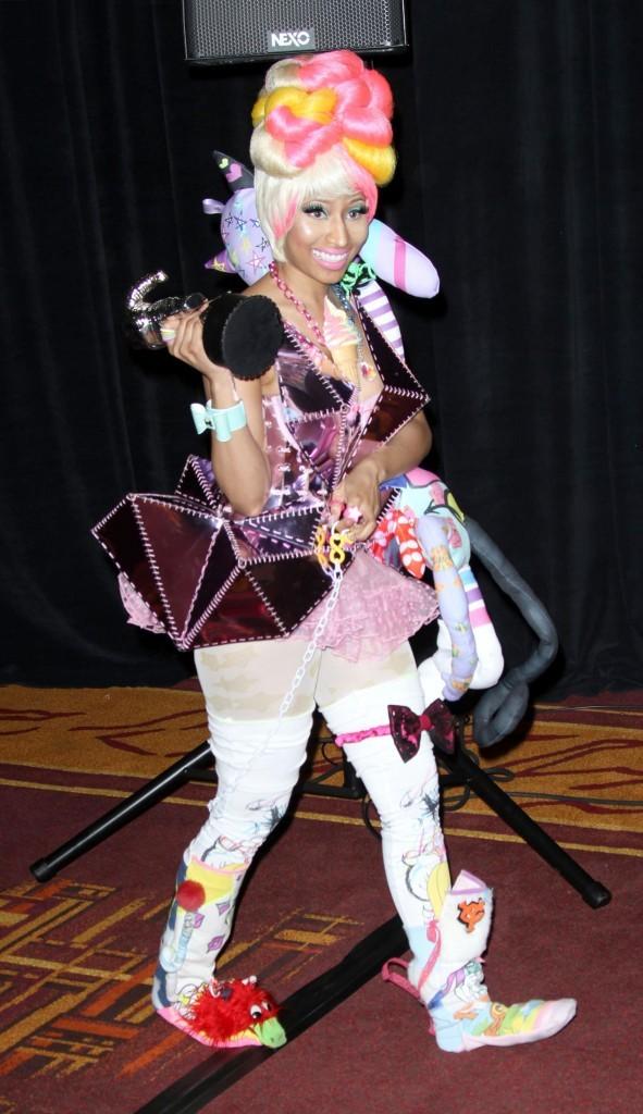 VMA 2011: Nicki espère la détrôner ....