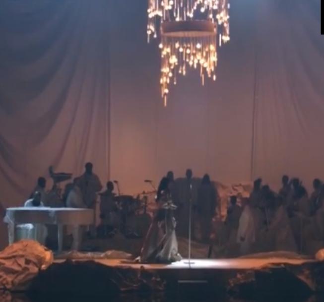 Ambiance Chateau de Versailles pour le dernier morceau de Rihanna