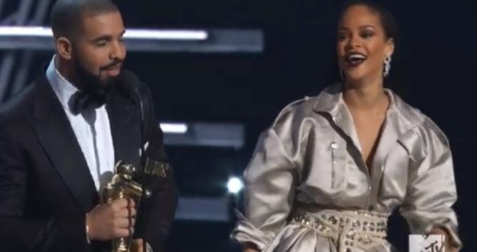 """Drake a remis le """"prix Michael Jackson"""" a Rihanna"""