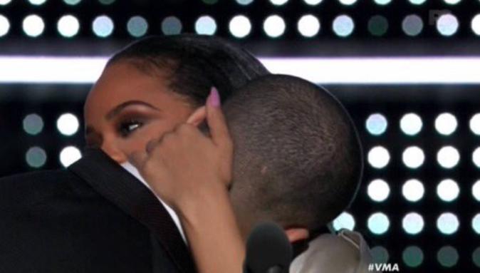 On en parle ? Et encore.. c'est le moment ou Rihanna esquive quelque peu !!!