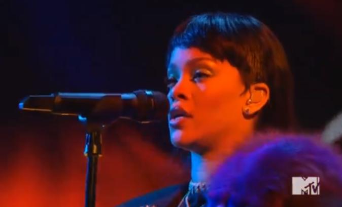 Rihanna n'a pas été avarde en prestations ! Voici un petit aperçu de sa troisième de la soirée