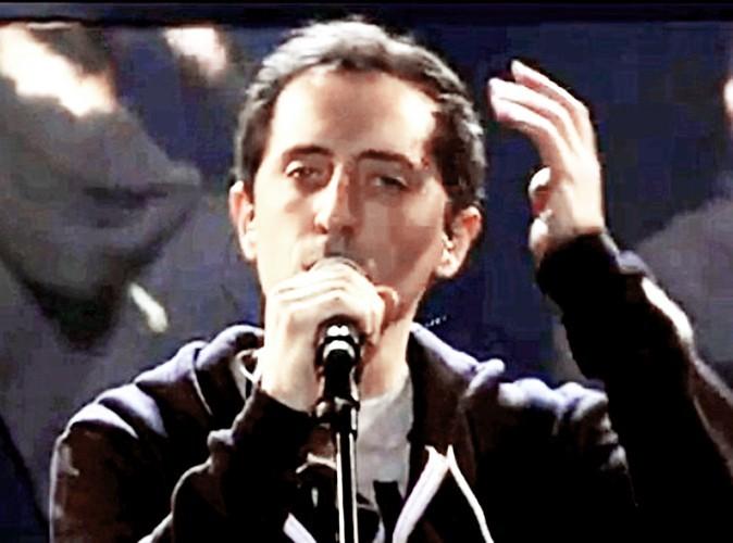 J'en profite que Matt soit parti retirer tout le gel qu'il a dans les cheveux pour réaliser mon rêve : chanter à Bercy devant le meilleur pub...