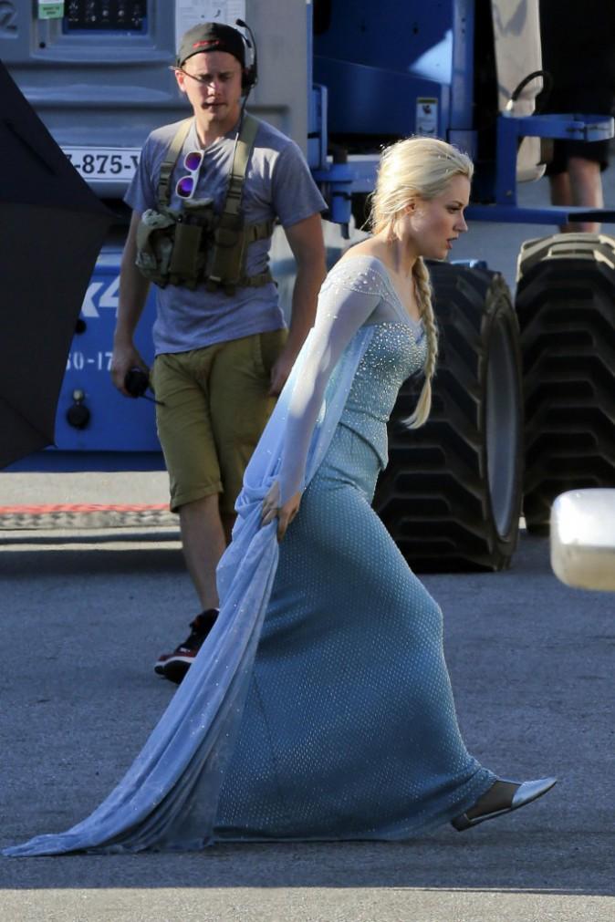 Once Upon a Time : Premières photos du personnage d'Elsa, alias la reine des neiges, sur le plateau de tournage !