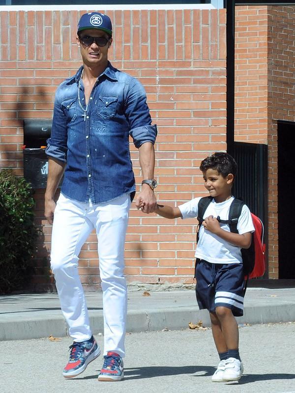 Cristiano Ronaldo vient chercher son fils à l'école le 11 septembre 2014